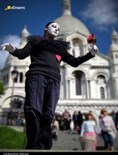 #Paris #Mont #Martre a beautiful and typic place to go if you are visiting the French capital. Find the best offers to fly there. #Travel #Mime