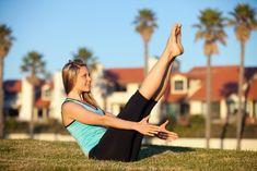 Boot Pose um den Psoas Muskel zu trainieren Fitness Workouts, Sport Fitness, Yoga Fitness, Health Fitness, Psoas Release, Tight Hip Flexors, Psoas Muscle, Tight Hips, Massage Room