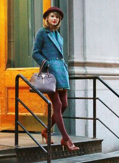 Easy Outfit Upgrade: Match Your Tights to Your Shoes // Taylor Swift Estilo Taylor Swift, Taylor Swift Outfits, Taylor Swift Style, Taylor Alison Swift, Taylor Swift Clothes, Taylor Swift Fashion, Red Taylor, Simple Outfits, Summer Outfits