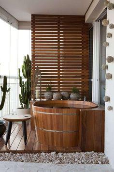 salle de bain design et baignoire ofuro en bois
