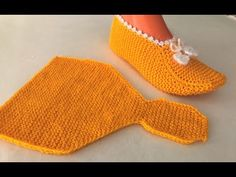 Easy to make booties crochet knit Knit Slippers Free Pattern, Crochet Socks, Knitting Socks, Free Knitting, Knit Crochet, Crochet Bikini, Knitted Booties, Knitted Slippers, Hand Embroidery Projects