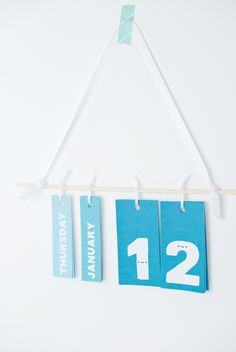 DIY Printable Perpetual Calendar is part of Organization Calendar Design - You'll flip for this daily calendar wall hanging with the happiest numbers you'll ever meet Diy Calender, Creative Calendar, Kids Calendar, Calendar Wall, Desk Organization Diy, Calendar Organization, Diy Desk, Kalender Design, Do It Yourself Decoration
