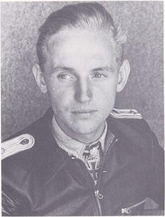 ✠ Erich Hartmann (April 19th, 1922 - September 20th, 1993) RK 29.10.1943 Leutnant Flugzeugführer i. d. 7./JG 52 [Staffelkapitän 9./JG 52 since 02.09.1943] 02.03.1944 [420. EL] Leutnant Staffelkapitän 9./JG 52 02.07.1944 [75. Sw] Oberleutnant Staffelkapitän 9./JG 52 25.08.1944 [18. Br] Oberleutnant Staffelkapitän 9./JG 52