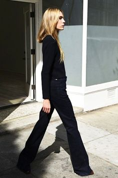 Photo via: Anaise Here's how to nail navy-on-navy for fall and winter. Try a chic ribbed sweater and dark flared jeans for an effortlessly elegant and easy outfit. Get the look: + Topshop Ribbed Long