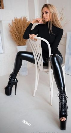 👑Goddess in Boots&Heels 👑 Skin Tight Leggings, Wet Look Leggings, Shiny Leggings, Leggings Are Not Pants, Leather Leggings, Legging Outfits, Sexy Outfits, Doll Outfits, Latex Pants