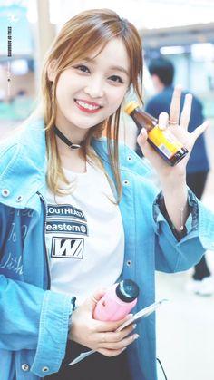 moonlight980527: RT aquarius950126: 160421 인공출국HQ   #우주소녀  #선의  #Xuanyi  #모모모  WJSN_Cosmicpic.twitter.com/qW05E5Bc8k