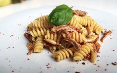 Fusilli mit getrockneten Tomaten und Pinienkernen von cookingsociety.at