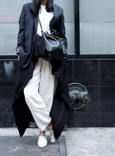 White and Navy | Simple and Chic | Minimal | HarperandHarley