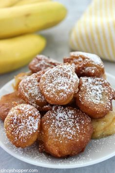 Deep Fried Banana Bites- Super tasty dessert. Dust your bites with powdered sugar and even add in some caramel or chocolate. YUM! Fried Banana Recipes, Vanilla Recipes, Fruit Recipes, Cooking Recipes, Cake Recipes, Picnic Recipes, Cooking Tips, Deep Fried Desserts, Köstliche Desserts