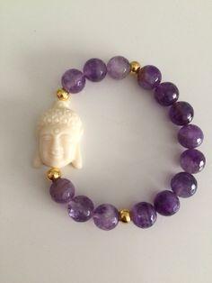 Pulsera elástica hecha con piedras naturales, cuentas de oro y Budha de resina. Queda genial y no hemos hecho muchas unidades. Atendemos por Whatsapp 660839605