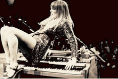 Fabulous, inspiring lyrics ~~~Oasis - Grace Potter & the Nocturnals Music Love, Music Is Life, Grace Potter, Women Of Rock, Free People Blog, Girl Crushes, Lady, Music Artists, Pretty Woman