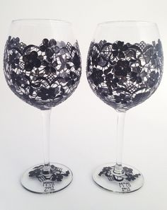 Pair of Black Lace wine goblets by ToastedGlass on Etsy Cute Crafts, Diy Crafts, Hand Painted Wine Glasses, Ideias Diy, Wine Goblets, Bottle Crafts, Diy Projects To Try, Glass Art, Crafty