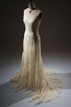 Augustabernard (attributed) evening dress Ivory tulle, 1934, USA (licensed French copy). Gift of Mrs. Jessie L. Hills, 93.71.4.  www.fitnyc.edu/21912.asp © 2013 The Museum at FIT Photo by Eileen Costa