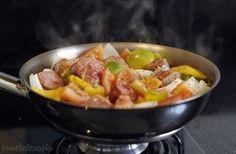 Panelaterapia   Linguiça Toscana com Tomate, Cebola e Pimentão   http://panelaterapia.com