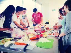 """""""Ser un Profesionista Exitoso es Ser Gente Inter"""" Primera clase del taller de #gastronomía básica en la Universidad Interamericana."""