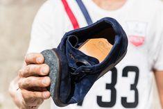 La suola flessibile e modellante delle scarpe lavorate secondo il brevetto Flex Goodyear è composta da diversi strati di cuoio, sughero e gomma in grado di prendere la forma del piede di chi le indossa.  Fabi Flex Goodyear è una calzatura interamente realizzata a mano, curata in ogni dettaglio, leggera e progettata per massimizzare il comfort di chi la sceglie. Comfort, Rings For Men, Sneakers, Shoes, Shape, Tennis, Men Rings, Slippers, Zapatos