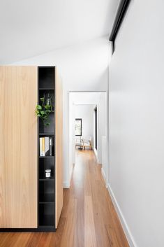 Hallway and Medium Hardwood Floor A Balcony With a Bathtub Caps This Striking Prefab in Melbourne #dwell #prefab #australianhomes Timber Battens, Timber Screens, Timber Door, Timber Cladding, Prefab Homes, Modular Homes, Wall Bench, Kitchen Benches, St Kilda