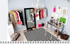 I like the mirror between the two racks of clothes, perfect for my wild can't-decide-what-to-wear moments :)