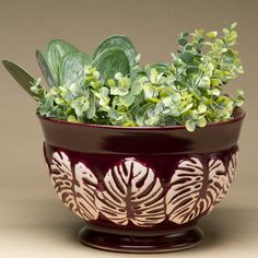 Os cachepôs são vasos decorativos para colocação de arranjos florais e plantas ornamentais. Este cachepô é todo produzido artesanalmente, sendo uma peça diferenciada e sofisticada para compor diversos ambientes de sua casa. #Cachepo #LojaSoulHome