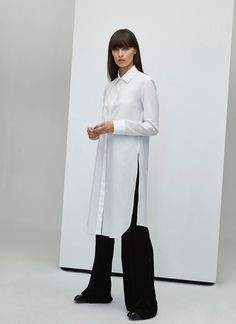Camisa larga con aberturas White Outfits, White Fashion, Must Haves, Fashion Photography, Normcore, Seasons, Black And White, Classic, Collection
