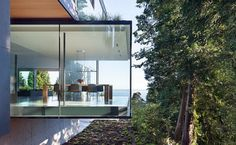 Idées déco de salles à manger design et minimalistes - Visit the website to see all pictures http://www.amenagementdesign.com/decoration/idees-deco-salles-manger-design-minimalistes
