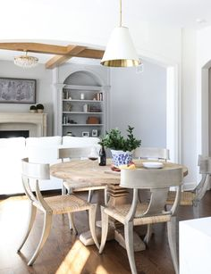 Client Spotlight: Park & Oak | The Goodman Medium Hanging Light is a simple yet sophisticated element in this inviting breakfast area. #circalighting
