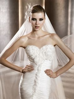 Chic Wedding Accessories: Headpieces and Veils by Pronovias