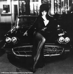 Elvira (Cassandra Peterson) and her 1958 T-Bird, customized by George Barris into The Macabre Mobile.