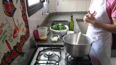A cozinha do Senhor Tanquinho já está a todo vapor em mais uma gravação de receita para você.  O que será que estamos fazendo dessa vez?  Dica: é uma receita cetogênica ideal para os #31diasketo  #senhortanquinho #paleo #paleobrasil #primal #lowcarb #lchf #semgluten #semlactose #cetogenica #keto #atkins #dieta #emagrecer #vidalowcarb #paleobr #comidadeverdade #saude #fit #fitness #estilodevida #lowcarbdieta #menoscarboidratos #baixocarbo #dietalchf #lchbrasil #dietalowcarb