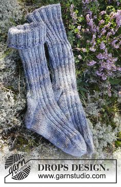 """Chaussettes DROPS pour homme, avec côtes, tricotées avec 2 fils """"Fabel"""". Du 38 au 46 Modèle gratuit de DROPS Design."""