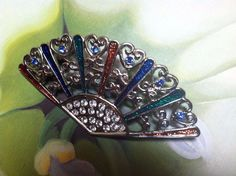 VINTAGE SILVER TONE FILIGREE MULTI-COLORED W/RHINESTONES FAN SHAPED BROOCH  013