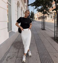 Modest fashion 468163323762439751 - Source by arualjdn Street Style Outfits, Mode Outfits, Skirt Outfits, Trendy Outfits, Mode Ootd, Mode Hijab, Modest Fashion, Hijab Fashion, Fashion Outfits