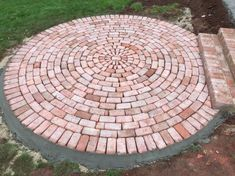 Two circles, maybe three. From the driveway to the porch Front walkway. Two circles, maybe three. From the driveway to the porch. Backyard Projects, Backyard Patio, Backyard Landscaping, Porch Garden, Diy Patio, Landscaping Ideas, Brick Pathway, Front Walkway, Front Porch