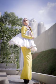 Diandra Doll @shawlpublika Kebaya, Traditional Outfits, Kaftan, Hijab Fashion, Peplum, Bell Sleeve Top, Dolls, How To Wear, Dresses