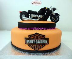 Tarta Harley Davidson #tartas #tartasfondant #fondant #personalizadas #pasteles #ameliabakery #moto #harley