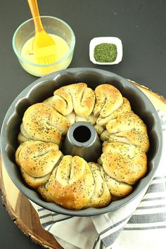 Easy One Hour Pull-Apart Garlic Rolls