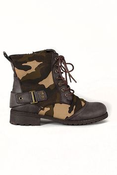 Camouflage Lace up Combat Buckle Round Toe Bootie
