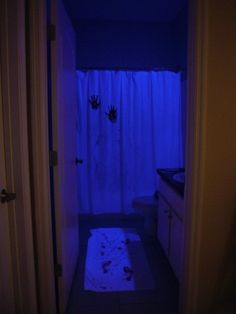 Scary bathroom for Halloween party.yup, doin it! Halloween Bathroom, Halloween 2014, Halloween Birthday, Halloween House, Spooky Halloween, Holidays Halloween, Halloween Crafts, Happy Halloween, Halloween Decorations