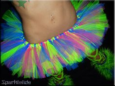 We should so have a black light party.i wanna wear a neon tutu! (I luv the star tat by the way) Rave Outfits, Sexy Outfits, Festival Outfits, Festival Fashion, Blacklight Party, Rave Costumes, Neon Party, Stretch Bands, Tutus