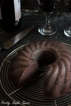 Amazing rich, moist, and flavorful red wine chocolate cake Red Wine Chocolate Cake, Cake Recipes, Dessert Recipes, Rich Cake, Cocoa Cinnamon, In Vino Veritas, Vegetarian Chocolate, No Bake Desserts, Cupcake Cakes