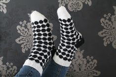 Learn To Crochet, Knit Crochet, Marimekko, Knitting Socks, Handicraft, Knitting Patterns, Knitting Ideas, Cross Stitch, Sewing