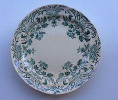 jalallinen tarjoiluvati . dish with a stand, diameter 24cm, 5cm high