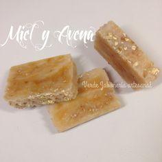 El jabón de Miel y Avena. Para aportar luminosidad, reactivar la renovación celular y limpiar los poros.