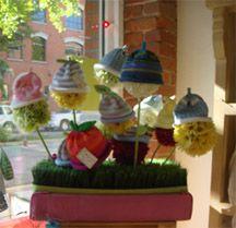 Children's Boutique Store Fixtures – Bing Images – Fixtures 2020 Store Window Displays, Craft Show Displays, Craft Show Ideas, Children Boutique Display, Hat Display, Display Ideas, Store Fixtures, Vintage Display, Kids Store