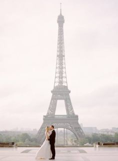This Place Trocadéro photo is a must for a destination wedding in #Paris