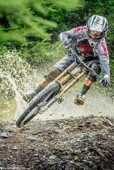 There are many different kinds and styles of mtb that you have to pick from, one of the most popular being the folding mountain bike. The folding mtb is extremely popular for a number of different … Bmx, Mtb Bike, Bike Trails, Mountain Biking, Mountain Bike Action, Mtb Downhill, Freeride Mtb, Montain Bike, Bike Photography