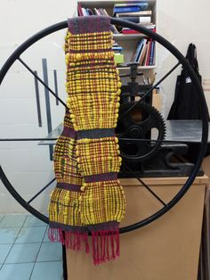 adjusting fabric width while weaving Loom Weaving, Fiber Art, Inventions, Projects, Log Projects, Loom, Blue Prints, String Art
