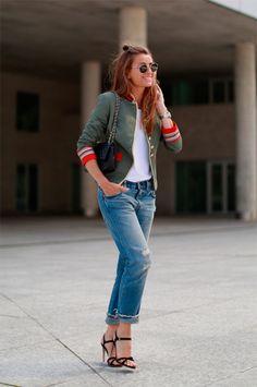 Street style look com jaqueta militar.