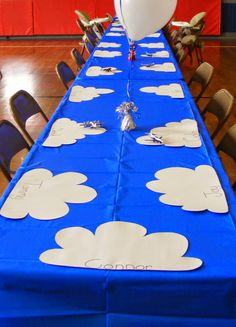 Skylanders Party Ideas. What a cute (and easy) way to set the table of for a Skylanders birthday party!
