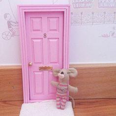 Las auténticas puertas para el ratoncito perez españolas,puertas ratón perez,regalo original niños.Toothfairy door,baby deco,kids deco trends. Baby mouse